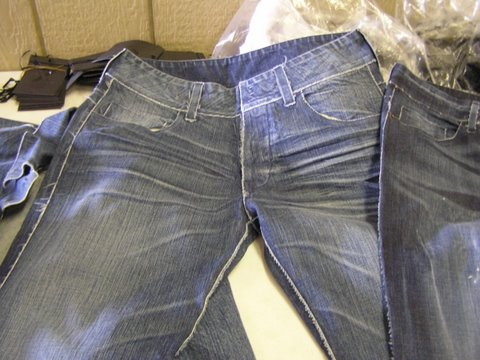 stitchless-denim-jeans.jpg